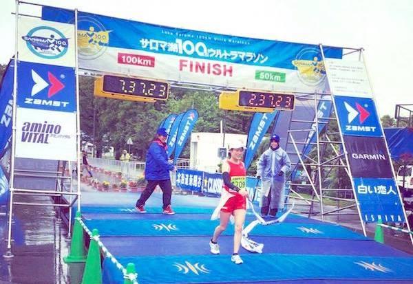 サロマ湖ウルトラマラソンゴールする加納由理2
